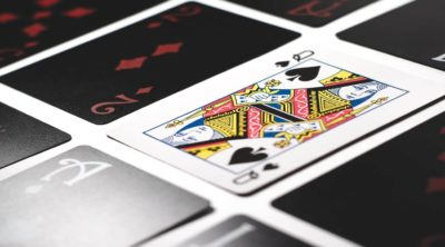 how to play blackjack queen card