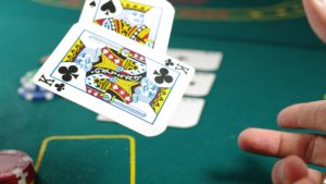 how to play casino card game